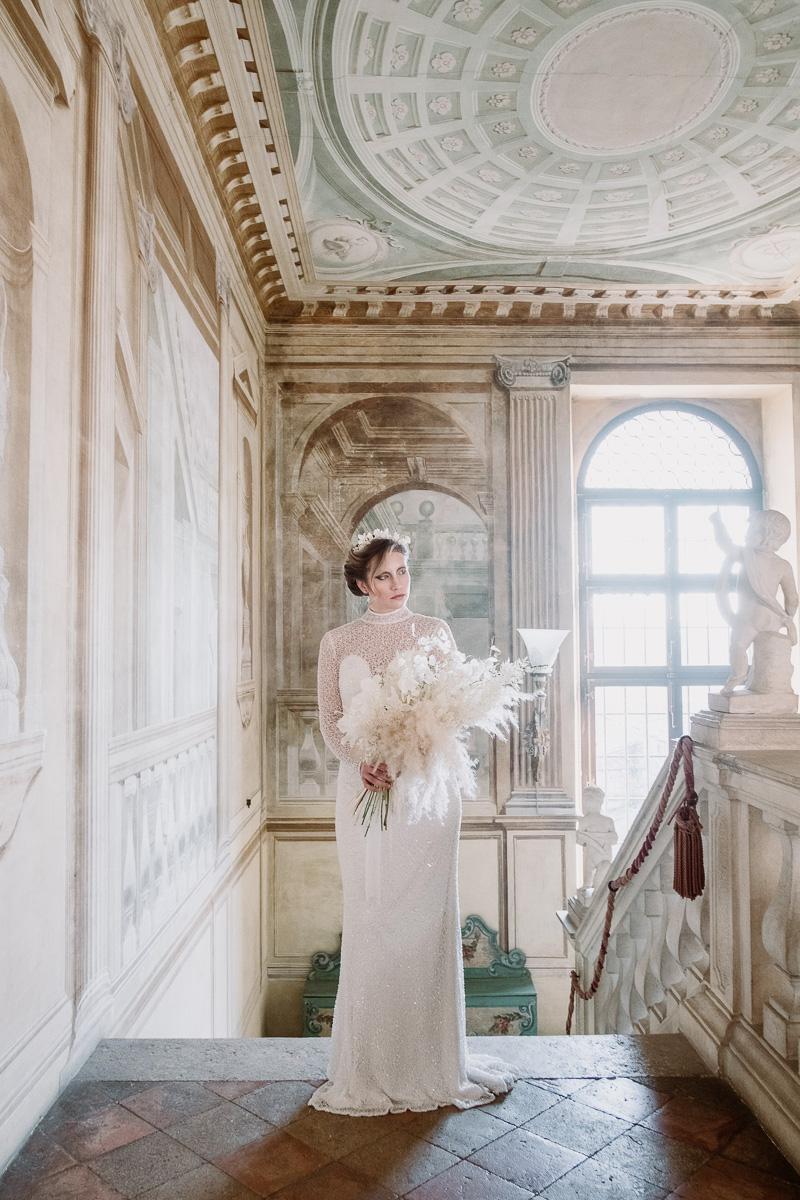 winter wedding in villa bride dress accessories