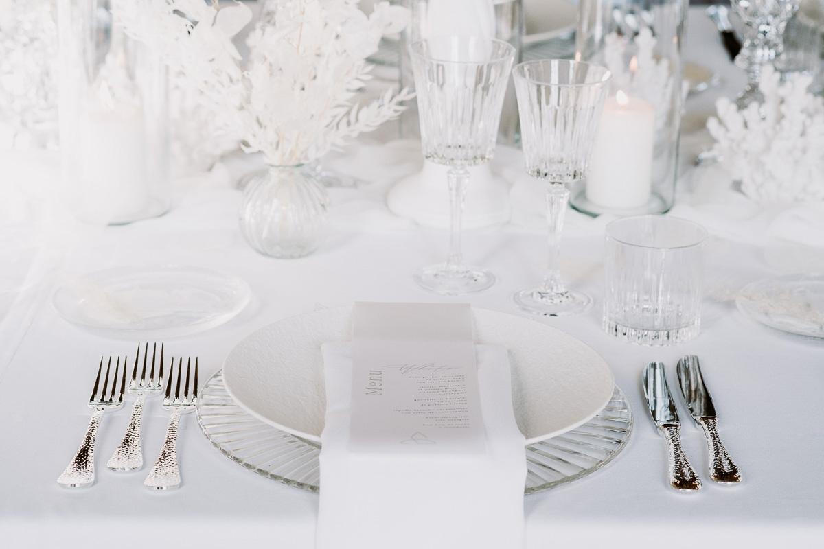 winter wedding in villa table set menu