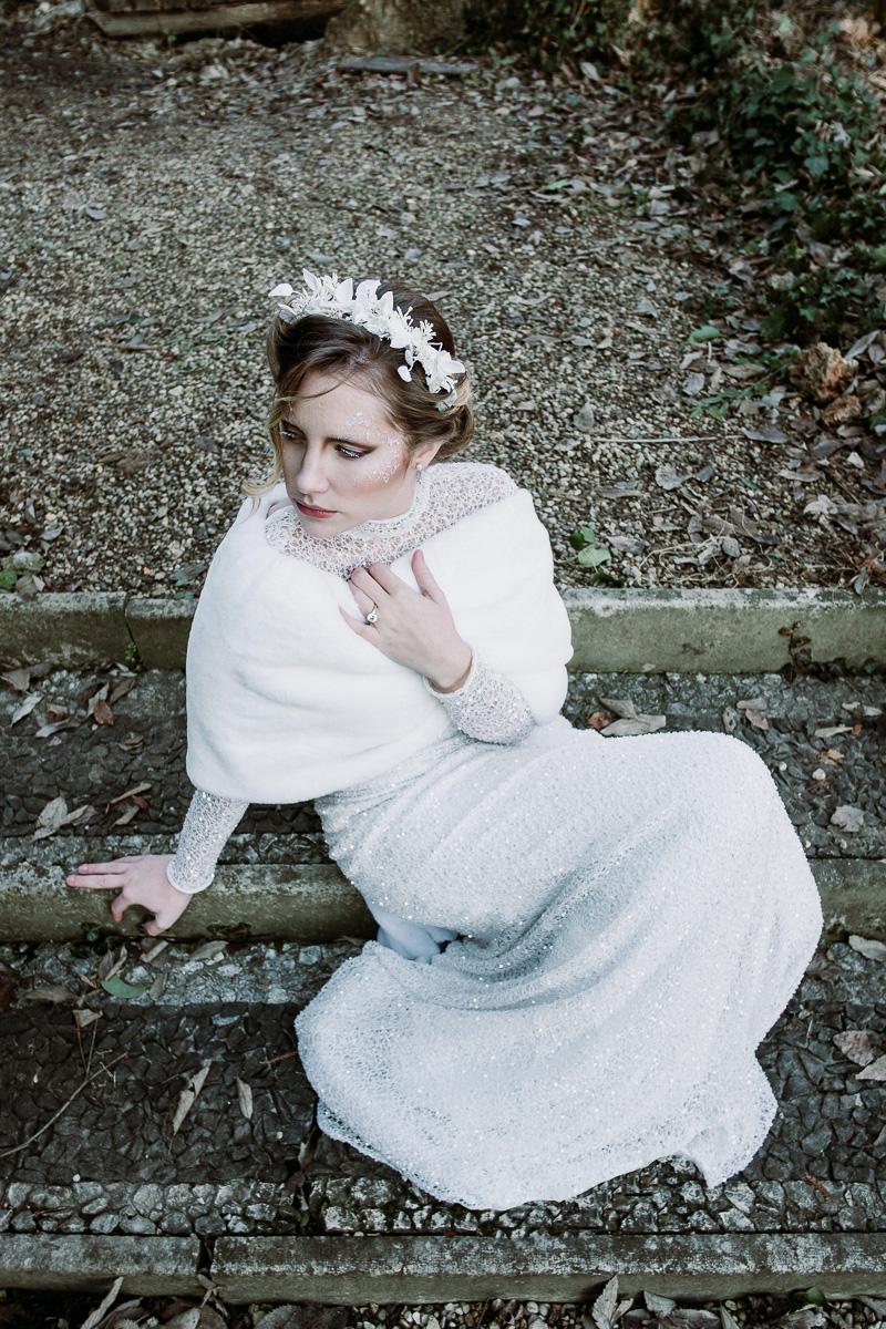 winter wedding in villa bride dress fur