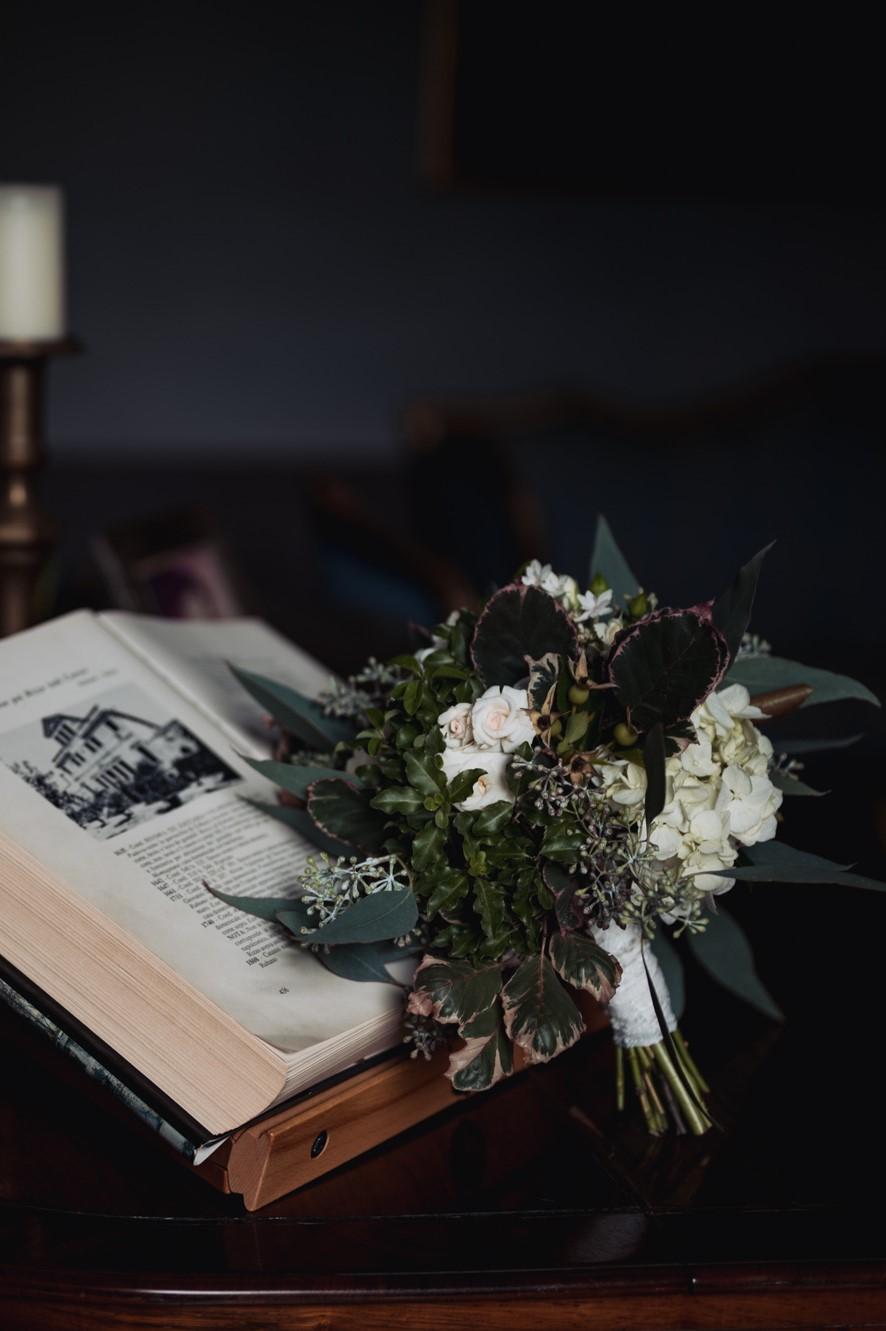 elegant wedding in villa table bouquet