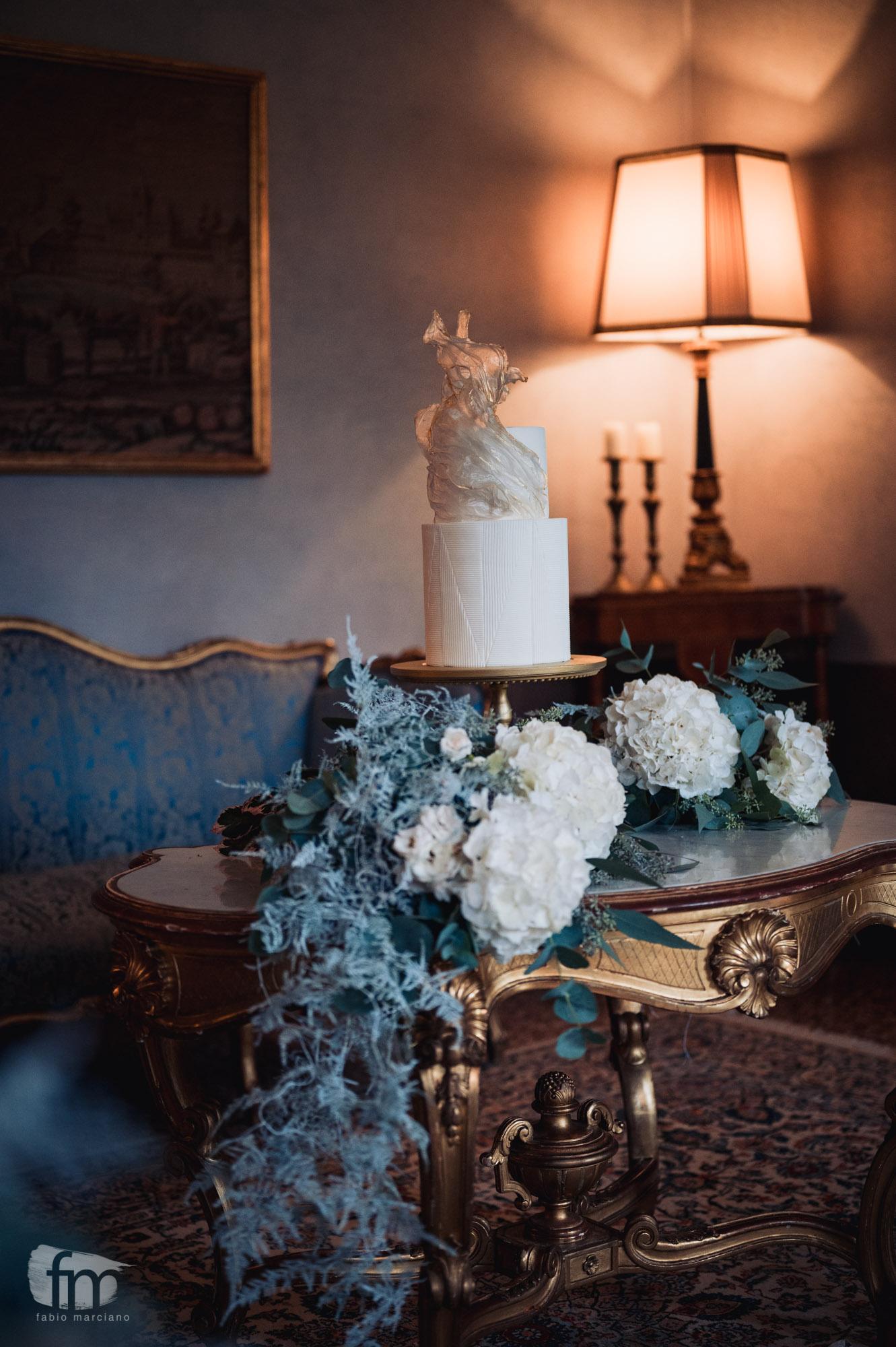 elegant wedding in villa table flowers cake