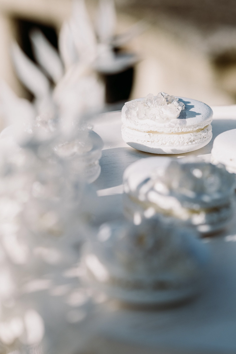 winter wedding in villa candy bar macaron